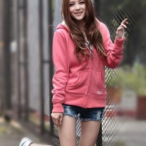 新疆一手货源新款时尚潮流女装货源市场韩版女装拉链卫衣低价批发