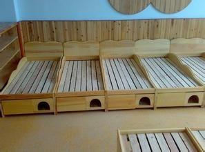 遵义实木幼儿园床、幼儿园桌椅、幼儿园玩具柜定做