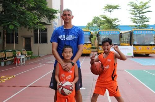 东莞南城篮球培训学校招生,爱肯外教专业教练