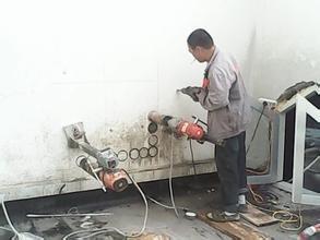 下关专业换气扇打孔.机械设备安装打孔.地面开沟挖坑施工