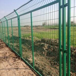 重庆框架围栏网现货批发 河北养殖铁丝网规格报价