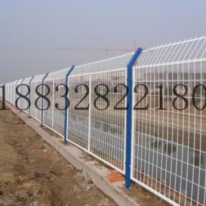 厂家直销围栏护栏网公路隔断护栏网 养殖铁丝网