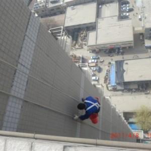 西安纺织城高空作蜘蛛人安装维修雨水管