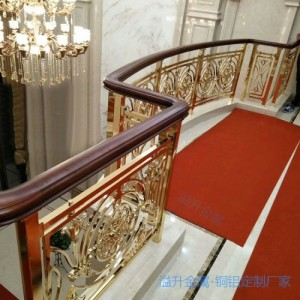 黄铜色楼梯护栏是艺术装饰品