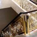 帅气的镀金铜楼梯扶手设计图片
