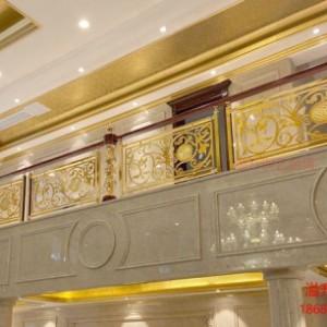 铜楼梯和家装风格装饰品进行搭配