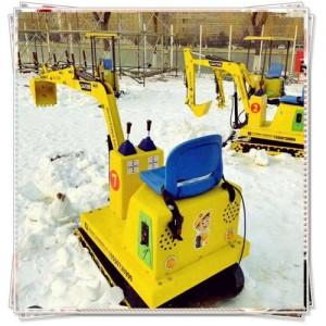 酷酷的儿童挖掘机 可坐可骑的儿童挖掘机 雪上挖掘玩具