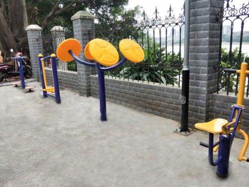 《【2号站娱乐登录】鹿寨林业局户外健身器材使用》