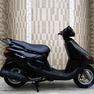 雅马哈飞鹰125摩托车