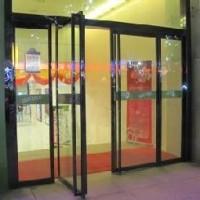 太原玻璃门-太原钢化玻璃门-不锈钢玻璃门齐全