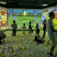 疯狂魔法球互动砸球有哪些特色 让大人小孩都喜欢玩呢