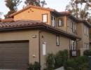 金属彩铝落水系统与建筑物本身色彩的搭配显示了建筑物的自然大气